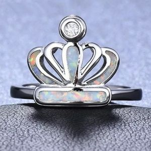 Jewelry - Silver plated fire opal crown ring